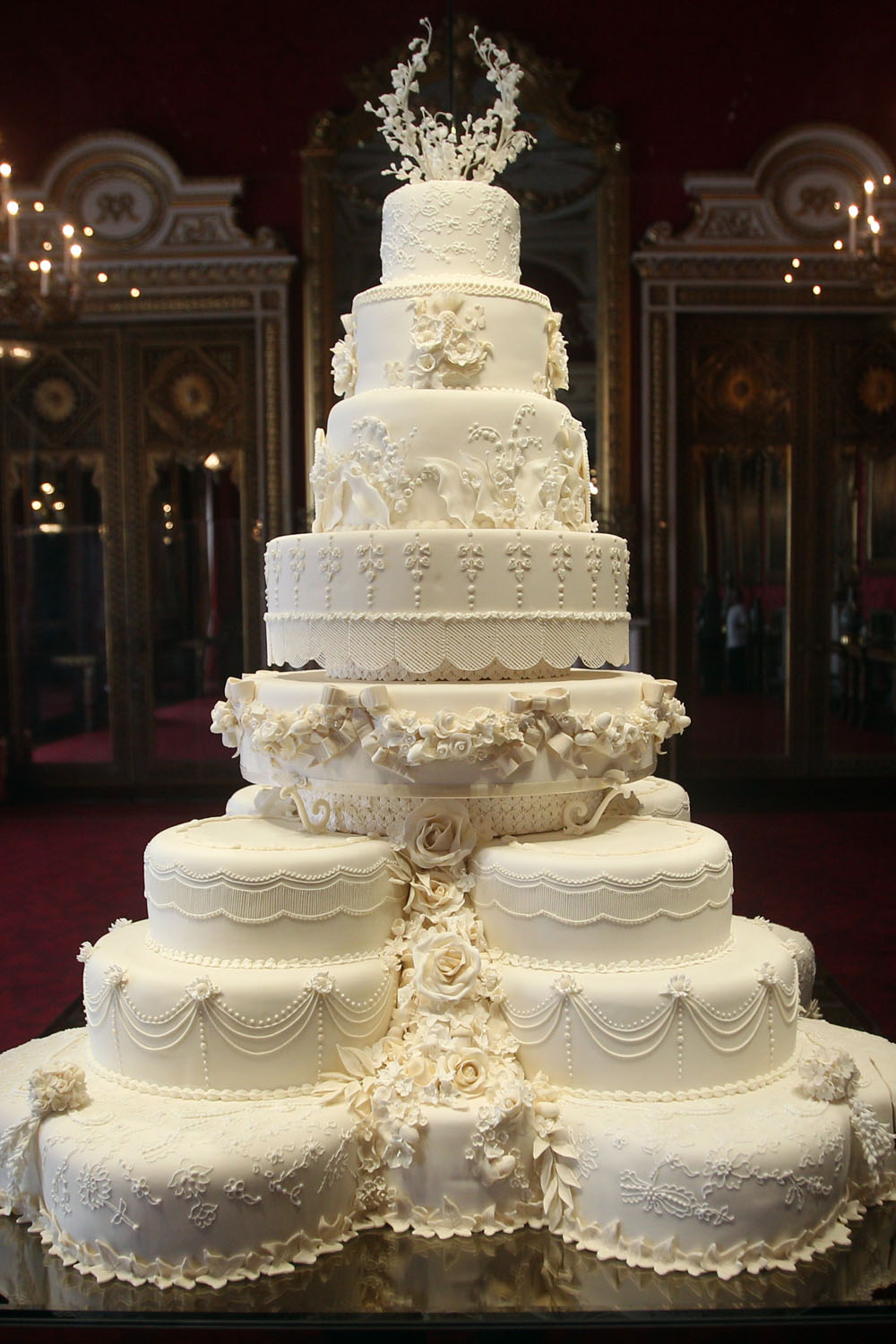Design Your Own Wedding Cake Uk : Celebrity Wedding Cakes: Pictures To Inspire Your Own ...