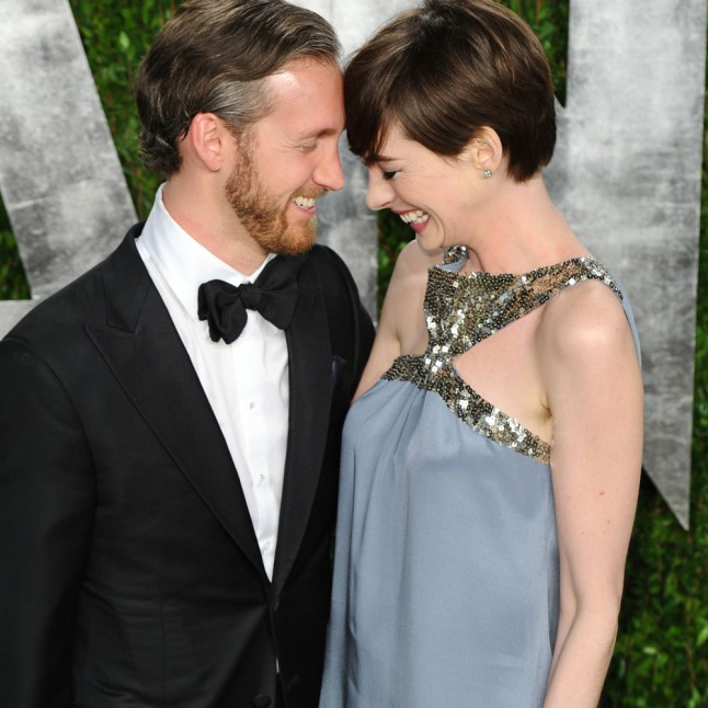 Anne Hathaway Shares Pregnant Bikini Pic To Beat Paparazzi: Anne Hathaway And Adam Shulman Welcome Their First Baby