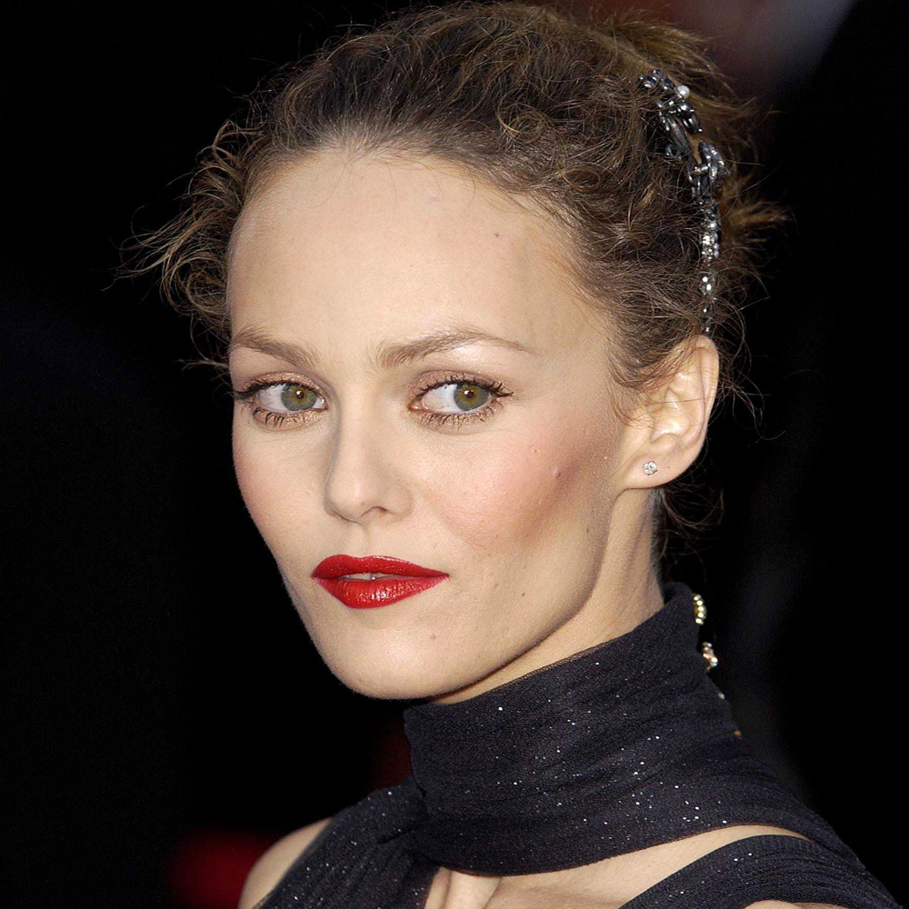 Celebrating The Effortless Style Of Vanessa Paradis ... Vanessa Paradis