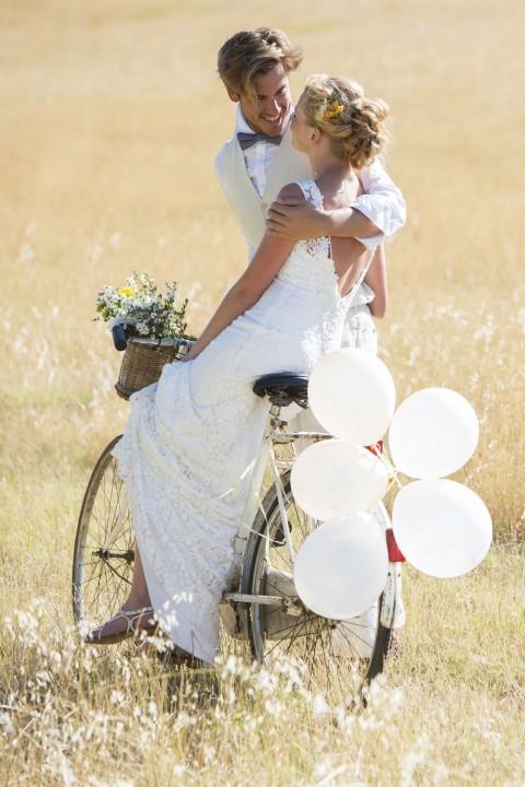 High-Street-Weddings-hold