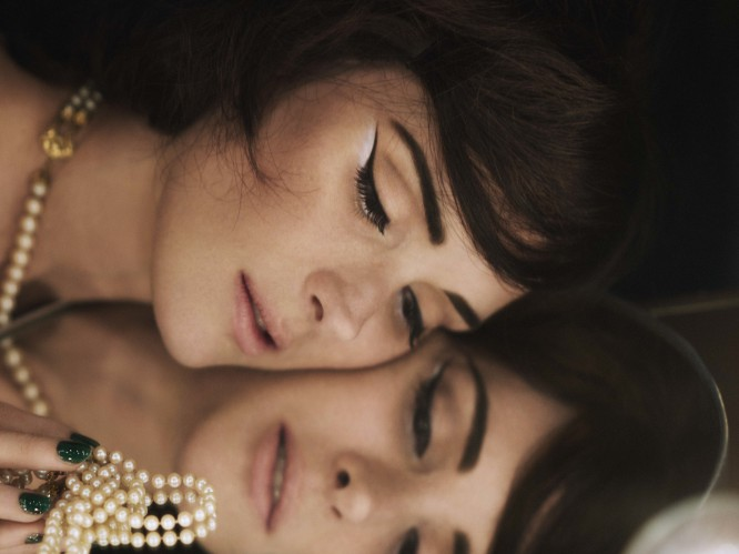 Video: Making-up brows and lips the Marc Jacobs way