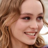 Lily-Rose-Depp-hair-red-carpet