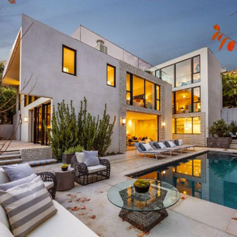 2048x2048 Kylie Jenner In Her House 5k Ipad Air Hd 4k: Kendall Jenner Buys Emily Blunt's Beautiful LA House