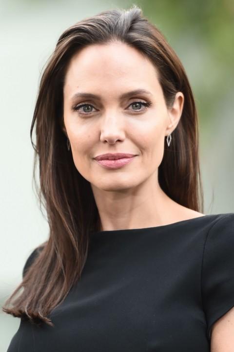 News Pics and More... - Page 6 Angelina-30