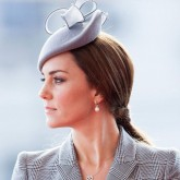 Kate Middleton wears pearl earrings